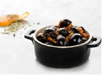 Aceitunas Negras aliñadas a la Naranja picante